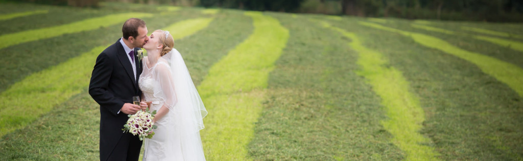 natural-wedding-photography-bride-groom-a54