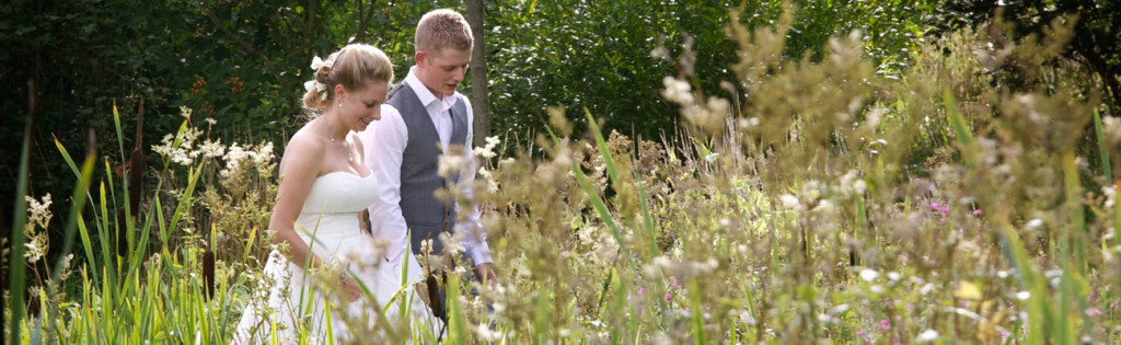 natural-wedding-photography-bride-groom-a2